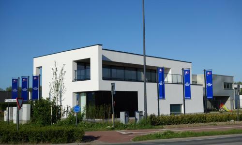 Eigentijds kantoor met industriële basis